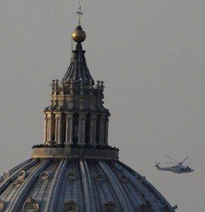 17h30 environ, le pape de Rome en hélicoptère à Castel Gandolfo dans images sacrée 182244499-0832d082-8942-46ad-9e73-536d87e5e442-290x300