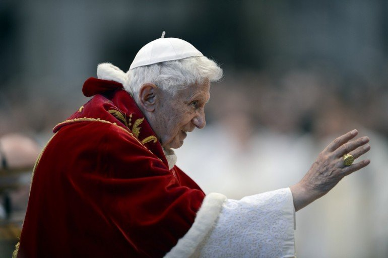 Pape Benoît dans images sacrée papa-ratzinger-si-dimette-322-770x512